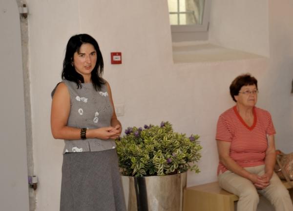 Direktorica Centra za preventivno arheologijo pri ZVKDS, Barbara Nadbah je spregovorila o stoletnici varstva dediščine v Sloveniji (foto: Borut Lozej)