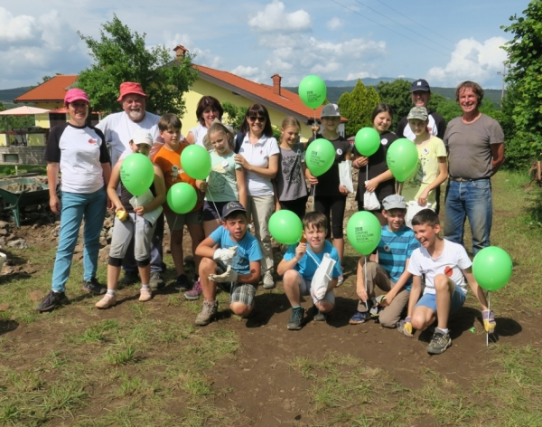 Vinko Mahnič in Vojko Renčelj s sežanskimi učenci (foto: Darja Kranjc)
