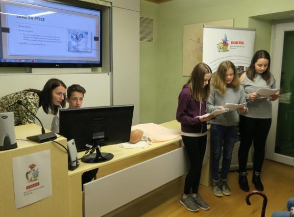 Učenci OŠ Košana med predstavitvijo (foto: Laura Novak)