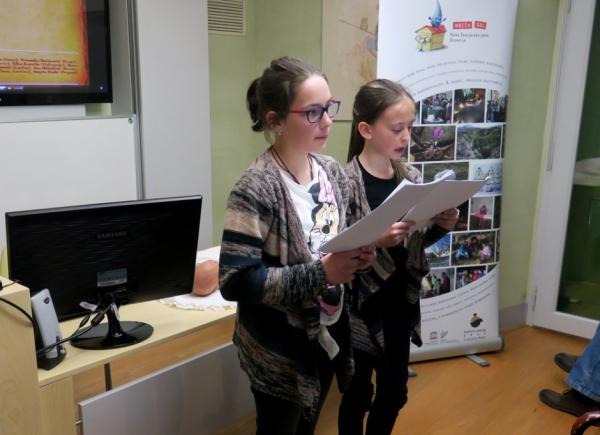 Simpatični raziskovalki iz ilirskobistriške OŠ Dragotina Ketteja (foto: Laura Novak)