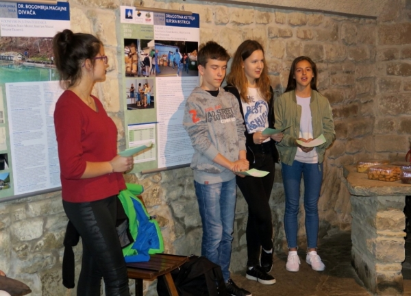 Učenci OŠ Dragotina Ketteja iz Ilirske Bistrice (foto: Darja Kranjc)