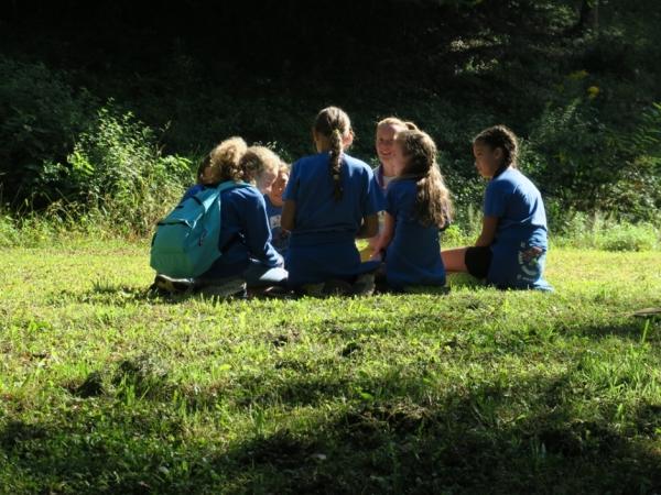 Petra med vajo z učenkami iz COŠ Pinka Tomažiča Trebče (foto: Darja Kranjc)