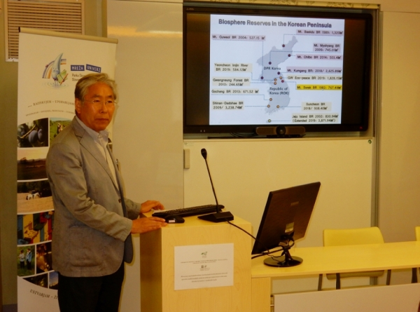 Profesor dr. Do-Soon Cho predstavlja problematiko v Južni Koreji (foto: Darja Kranjc)