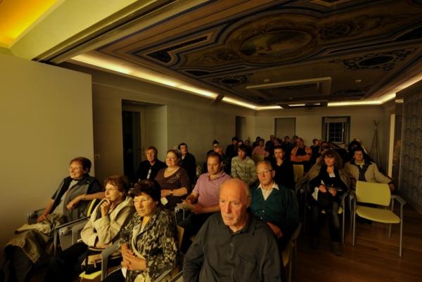 Publika na večeru jamarskega filma (foto: Borut Lozej)
